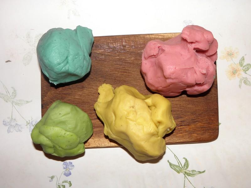pate-a-modeler-bleu-rose-vert-jaune