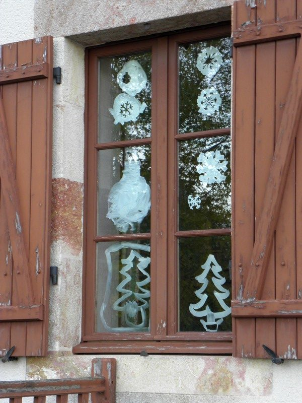 decoration-fenetre-sapin-flocons-boule-rotated